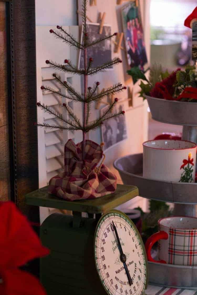 Kitchen Decor for a Farmhouse Christmas