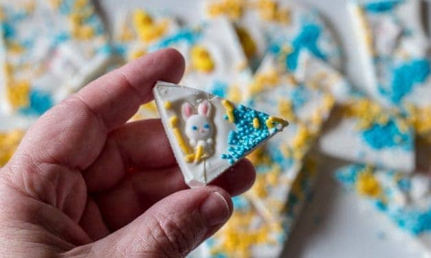 How-To Make Super Cute Easter Candy Bark with Bunnies and Chicks