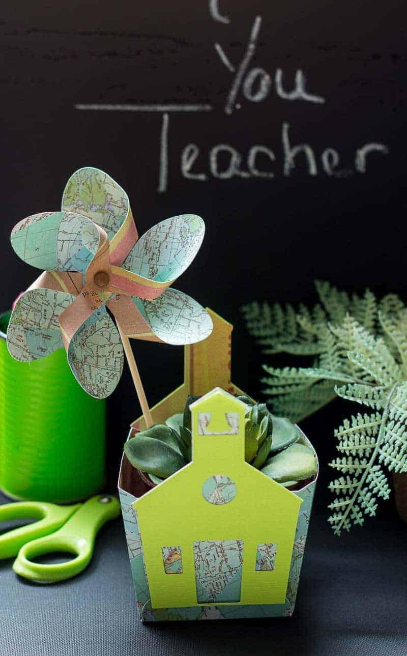 Teacher appreciation gift ideas - mini box with map print pinwheel