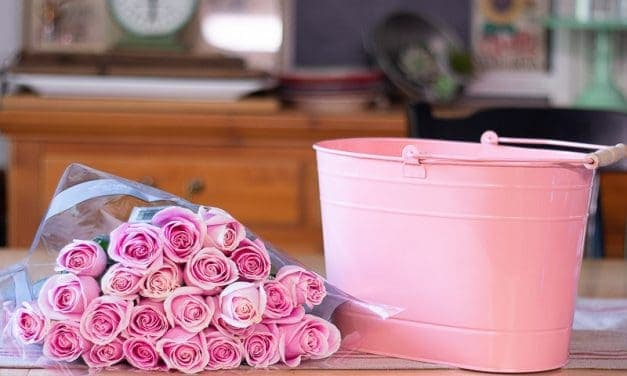How-To Arrange Flowers in Large Containers