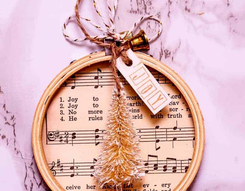 How To Make a Simple Embroidery Hoop Christmas Ornament