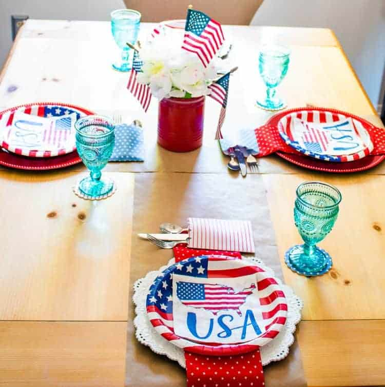 Patriotic Red, White, and Blue 4th of July Tablesetting