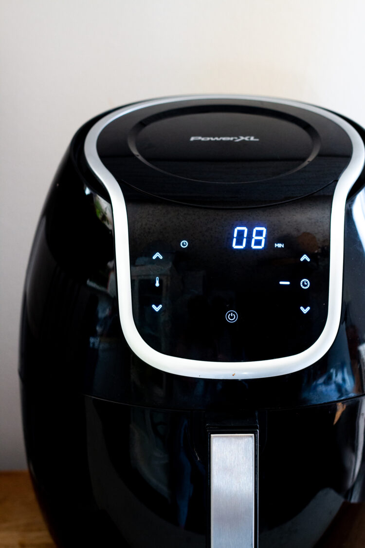 front view of Power XL Air fryer set to air fry for 8 minutes